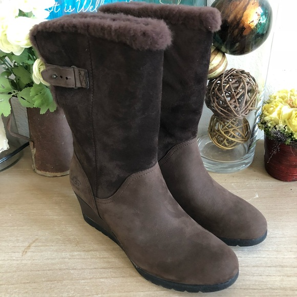 7697d7640a4 🎁UGG Women's Edelina Waterproof boots NEW IN BOX NWT